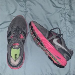 Nike Tennis shoes barely worn